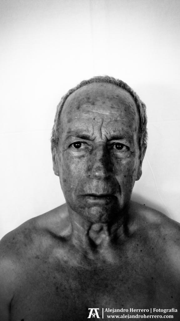 2014-07-22-retrato-papa-1-BW3---movil